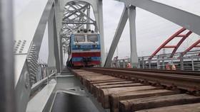 Cầu đường sắt Bình Lợi mới chính thức đưa vào hoạt động. Ảnh: QUỐC HÙNG