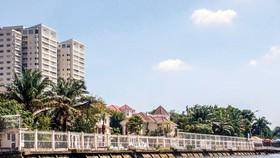 Một góc hành lang sông Sài Gòn bị các dự án, khu biệt thự lấn chiếm làm của riêng.