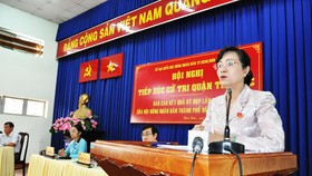 Chủ tịch HĐND TPHCM Nguyễn Thị Quyết Tâm phát biểu trong buổi tiếp xúc cử tri quận Thủ Đức. Ảnh: KIỀU PHONG
