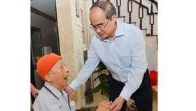 Bí thư Thành ủy TPHCM Nguyễn Thiện Nhân thăm, chúc tết Nhà tình báo huyền thoại