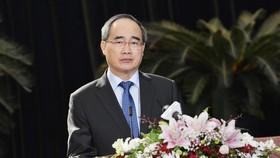 Bí thư Thành ủy TPHCM Nguyễn Thiện Nhân phát biểu tại lễ kỷ niệm 90 năm Ngày thành lập Công Đoàn Việt Nam. Ảnh: VIỆT DŨNG