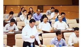 Bộ trưởng Đinh Tiến Dũng báo cáo tại phiên họp UBTVQH.