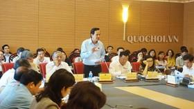 Bộ trưởng Bộ Lao động Thương binh và Xã hội Đào Ngọc Dung giải trình tại phiên họp