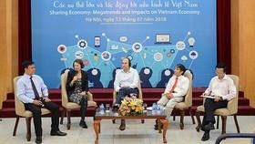 Các đại biểu tham gia tọa đàm về kinh tế chia sẻ