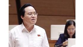 Bộ trưởng Bộ Giáo dục và Đào tạo Phùng Xuân Nhạ phát biểu tại phiên họp