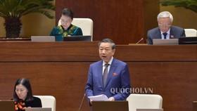 Bộ trưởng Bộ Công an Tô Lâm – đại diện cơ quan soạn thảo - kiên trì đề nghị thông qua Luật Thi hành án hình sự sửa đổi tại 2 kỳ họp