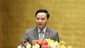 Chủ nhiệm Ủy ban Pháp luật Nguyễn Văn Định trình bày Báo cáo thẩm tra dự án luật.  Ảnh: VIẾT CHUNG