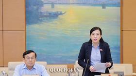 Trưởng Ban Dân nguyện Nguyễn Thanh Hảicho biết người dân rất lo lắng về nhà máy, cơ sở sản xuất tồn tại xen kẽ trong khu dân cư, tiềm ẩn rủi ro ảnh hưởng tới sức khoẻ cộng đồng