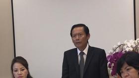 Bà Chu Thị Bình (bên trái) mời 2 luật sư Phan Trung Hoài và Đinh Ánh Tuyết tư vấn, hỗ trợ mặt pháp lý, bảo vệ quyền và lợi ích hợp pháp cho mình