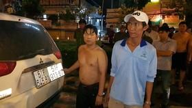 CSGT vây bắt 2 anh em cùng 12.600 bao thuốc lá lậu