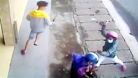 Phát hiện vợ đi với trai trẻ, chồng dùng dao chém cả hai trọng thương