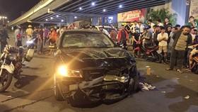 Chiếc xe gây tai nạn tại hiện trường. Ảnh: CHÍ THẠCH