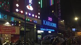"""Sau khám xét nhà riêng và nhà cha mẹ, tiếp tục khám xét quán karaoke của Phúc """"XO"""""""