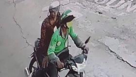 Bắt kẻ dùng dao cắt cổ tài xế GrabBike để cướp xe máy ở vùng ven TPHCM
