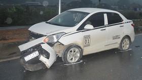 Chiếc ô tô 4 chỗ mất lái đâm tử vong 5 công nhân cầu đường tại Hà Giang