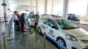 Bộ GTVT bác đề xuất dừng thu phí ô tô ra vào sân bay