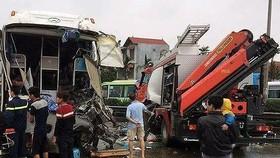 Hiện trường vụ tai nạn xe cứu hộ đâm xe khách ngày 18-3