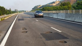 Sửa chữa xong hư hỏng, cao tốc Đà Nẵng- Quảng Ngãi được thu phí trở lại