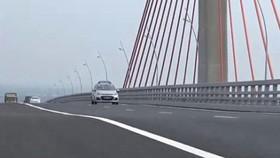 Cầu Bạch Đằng có hiện tượng lún võng sau khi vừa được đưa vào khai thác