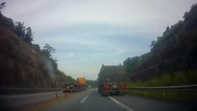 Xe container đi ngược chiều trên cao tốc Nội Bài - Lào Cai (Hình ảnh cắt từ clip)