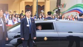 Chủ tịch Kim Jong-un đã lên xe về Thủ đô Hà Nội