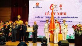 Thủ tướng trao Huân chương Lao động hạng Nhì cho Học viện Hành chính Quốc gia