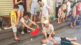 Sau tiếng nổ lớn, người đàn ông nằm gục dưới chân chung cư HH Linh Đàm