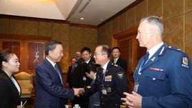 Bộ trưởng Tô Lâm chào đón các đại biểu về dự Hội nghị