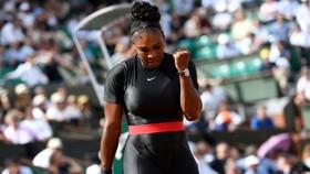 Serena trong bộ trang phục báo đen
