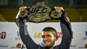 Khabib sẽ giữ đai UFC