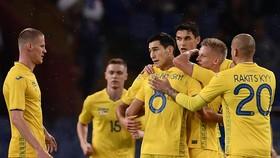 Niềm vui của các cầu thủ Ucraina sau khi ghi bàn gỡ hòa