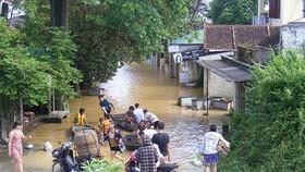 Xóm làng bỗng chốc biến thành sông