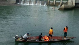 Làm rõ việc một người chết do lật thuyền dưới đập thủy điện