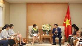 政府副總理王庭惠接見比利時駐越大使讓娜‧羅卡。(圖片來源:VGP/成鐘)