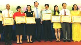 3所華文中心榮獲教育培訓廳獎章