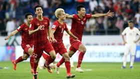 我國球員祝賀勝利。