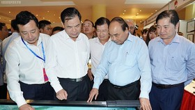 政府總理阮春福參觀防範天災科技。