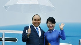 阮春福總理偕夫人抵達大阪市關西國際機場。