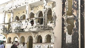 酒店損毀嚴重。