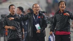 朴恆緒教練(中)可以選拔越僑球員入國家選手隊。