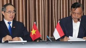 市委書記阮善仁與印尼海洋統籌部長盧胡特交流。