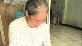 陳蓮女士整理祖母留下的舊物品送給麒麟先生。