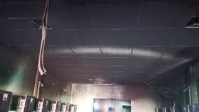 阮清鴻家庭的網吧被燒毀。