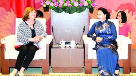 國會主席阮氏金銀昨(20)日下午在國會大廈接見了法國參議院所屬的法越友好議員小組主席、參議員凱薩琳‧多羅舍女士。