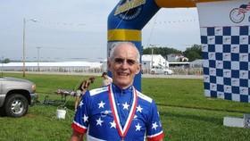 Cua-rơ 90 tuổi Carl Grove