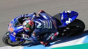 """Vinales và chiếc xe đua Yamaha """"quá khổ"""""""