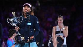 Naomi Osaka xúc động khi phát biểu trên bục nhận giải