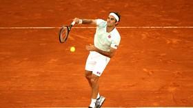 Roger Federer thắng trận sân đất nện đầu tiên sau 3 năm