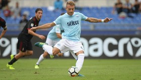 Ciro Immobile (Lazio) mở tỷ số trên chấm 11m. Ảnh: Four Four Two