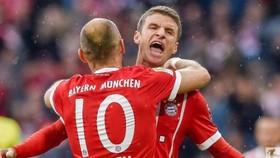 Thomas Mueller và Arjen Robben ăn mừng bàn thắng. Ảnh: Getty Images.